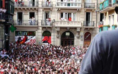 The Opening Ceremony ( El chupinazo)